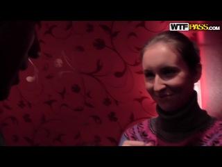Полина отдалась русским пикаперам в туалете за 100 евро
